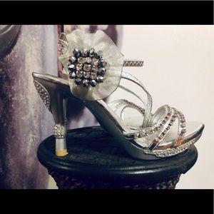 Delicacy metallic silver rhinestones formal heels